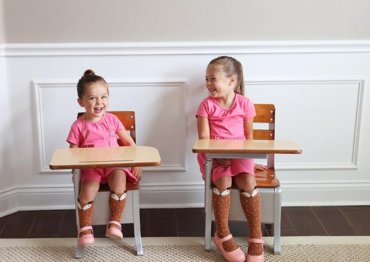 deskchairgirls01