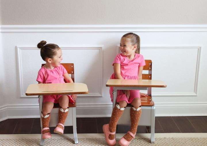 deskchairgirls02